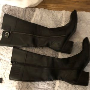 BOC Black High Leather Boots Size 7 in great shape
